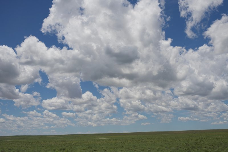 On the left side of the trail, you get a great view of the high plains which stretch off into the distance.