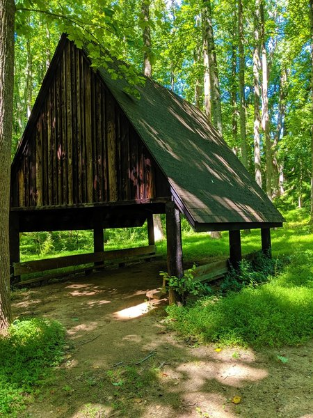 Small shelter for hikers near the east trailhead for the Tall Poplar Trail