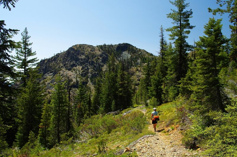 Descending to Azalea Lake beneath Figurehead Mountain