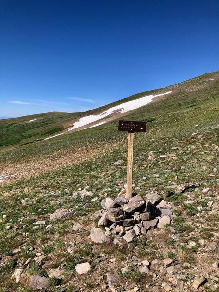 This is where you leave South Park Trail and take a right to climb the ridge to Square Top's summit.
