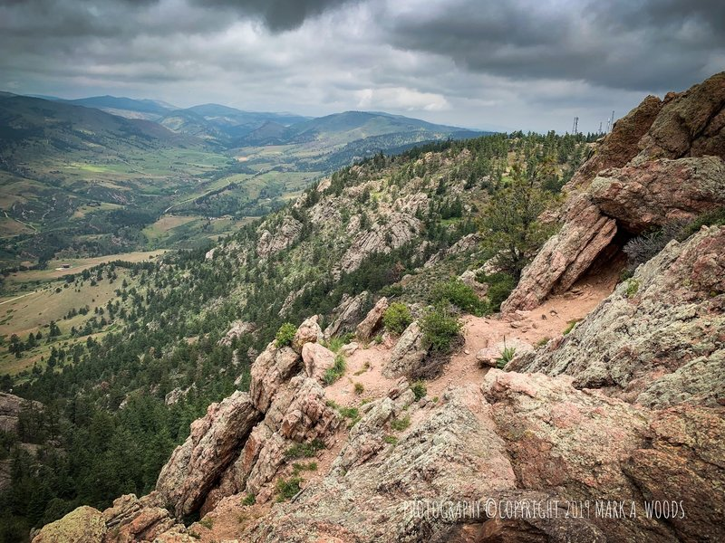 Once over the incline, traverse along this edge, right, to the summit of Horsetooth Mountain.