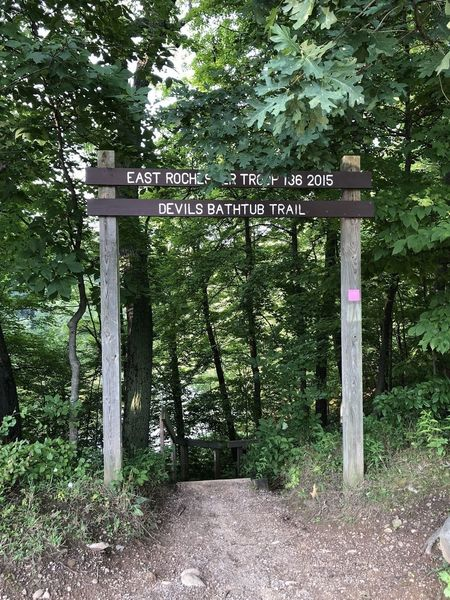The trailhead to Devil's Bathtub, which is at the top of a staircase leading down into the basin.
