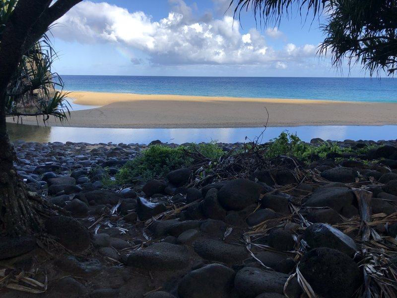 Hanakapia'i Beach - with the restrictions and permits after reopening in Jun 2019 the beach is completely vacant when we arrived - a rare occurrence
