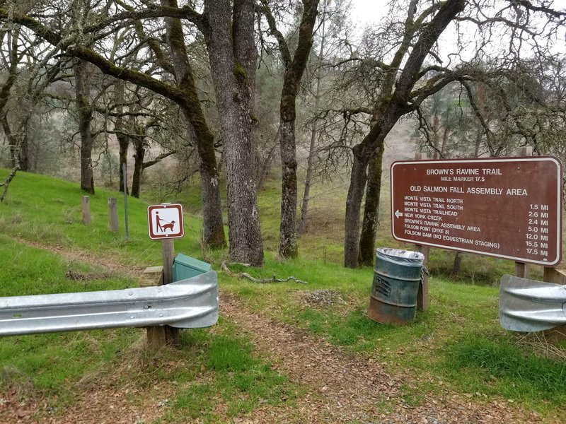 Brown's Ravine Trailhead and sign at the Old Salmon Falls Assembly Area.