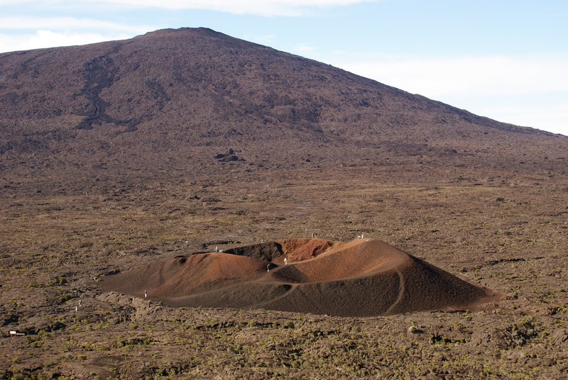 The Piton de la Fournaise with the Formica Leo in the foreground. Picture by B.navez, cc-by-sa-3.0,2.5,2.0,1.0.