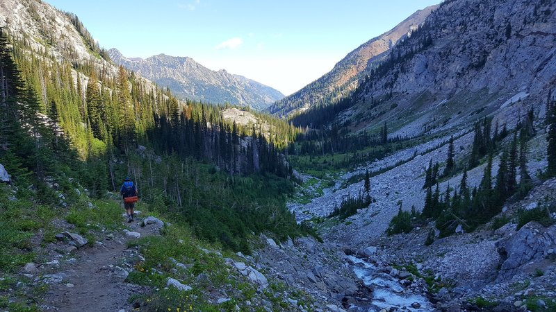 Descending from Frazier Lake heading north.