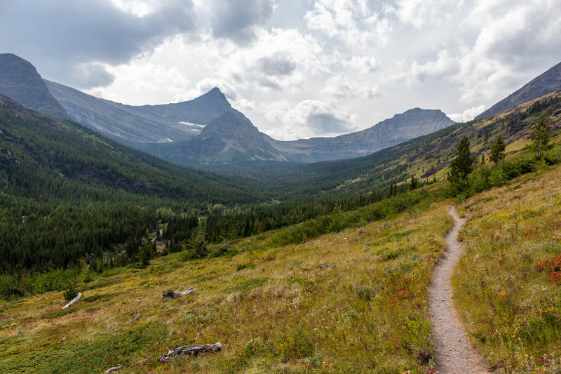 Flinsch Peak and Mount Morgan determine the background as you ascend to Pitamakan Pass