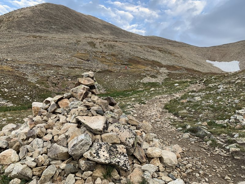 As the better defined trail fades away, follow large cairns from here along the rest of the way.