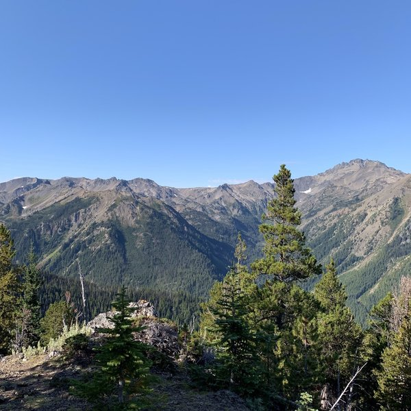 Views distracting from the push heading up to Marmot Pass.