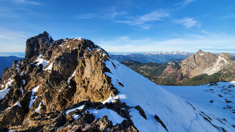 View from the false summit to the Tomyhoi Peak.