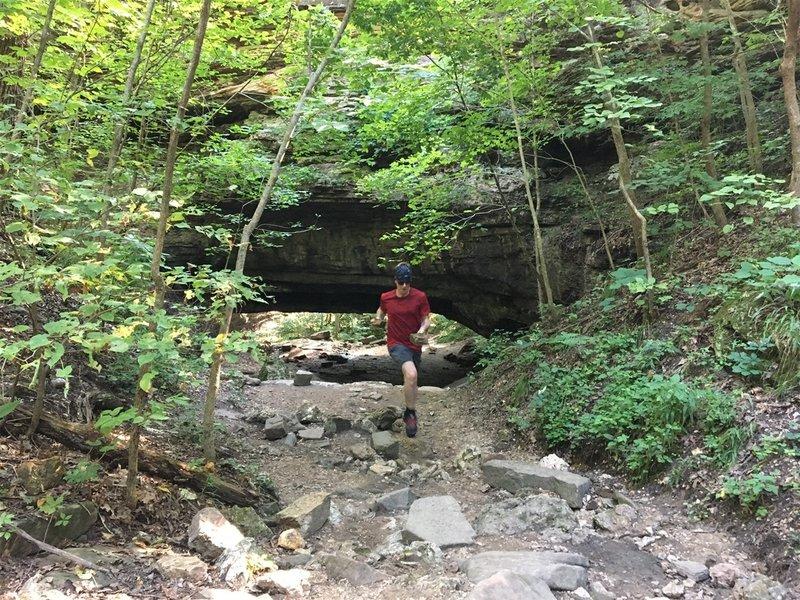 Running back toward the Boulder Ridge trail from the natural bridge.