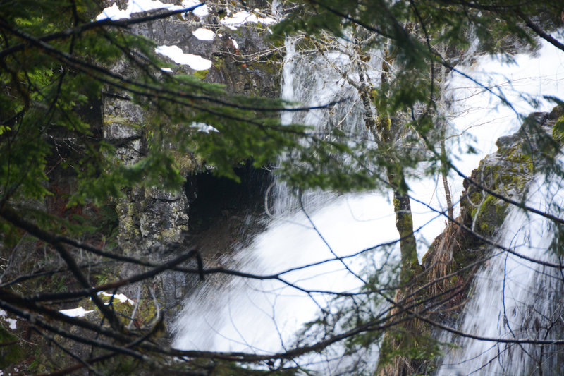 A rock arch/cave next to Triple Falls