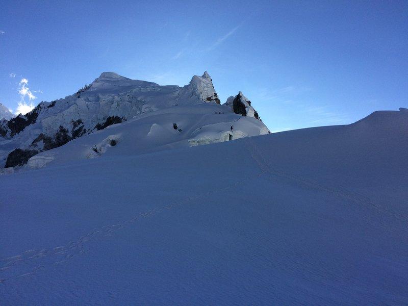 Climbing Piso Mountain 5752m