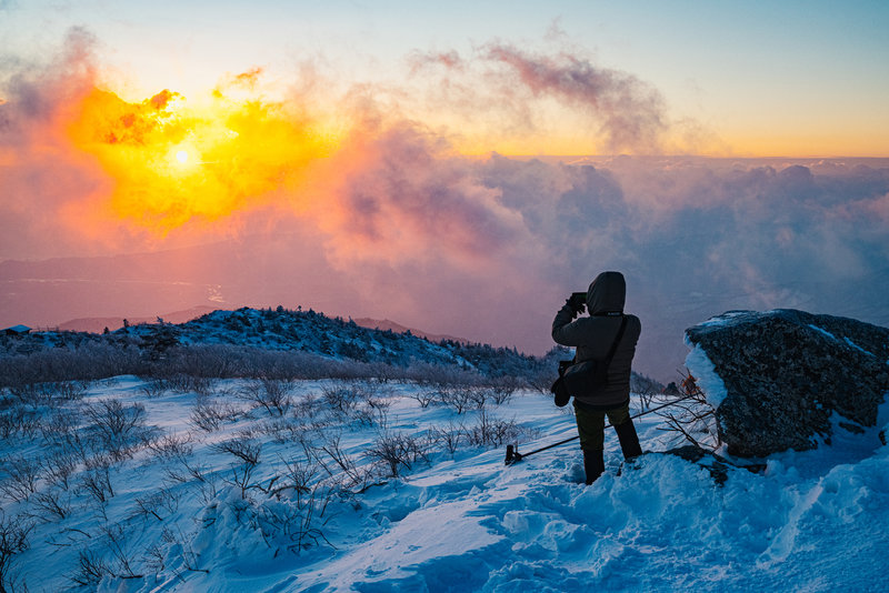 Photographing the Sunrise on the summit of Daecheongbong, Seoraksan National Park