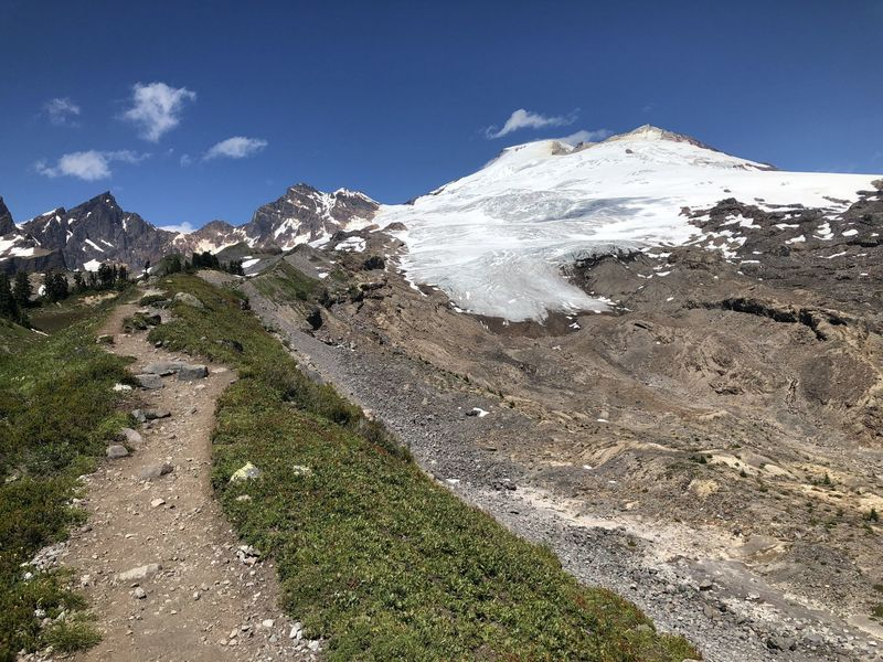The Railroad Grade Trail leading up to Mount Baker.