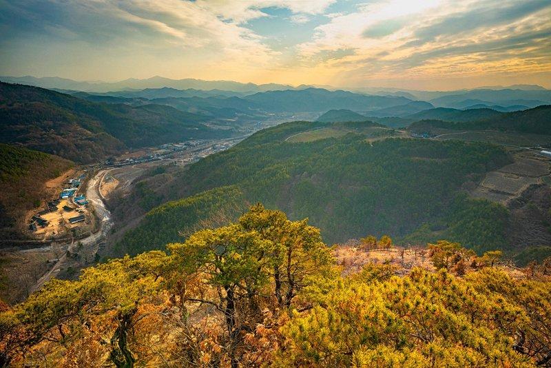 Hazy Korean Mountains