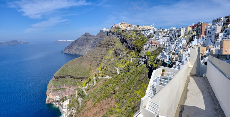 Imerovigli and the zigzaing road to the old port - Santorini