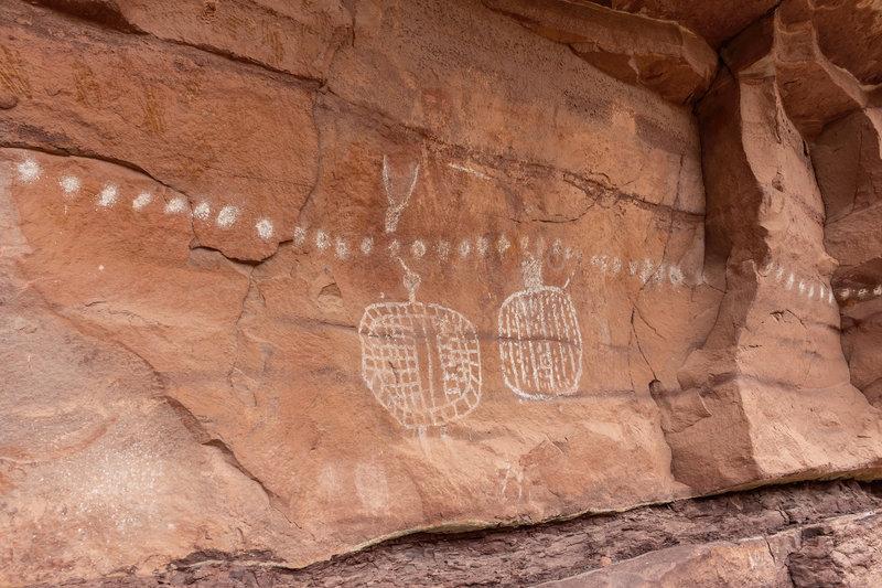 Rock art above the Peekaboo campground