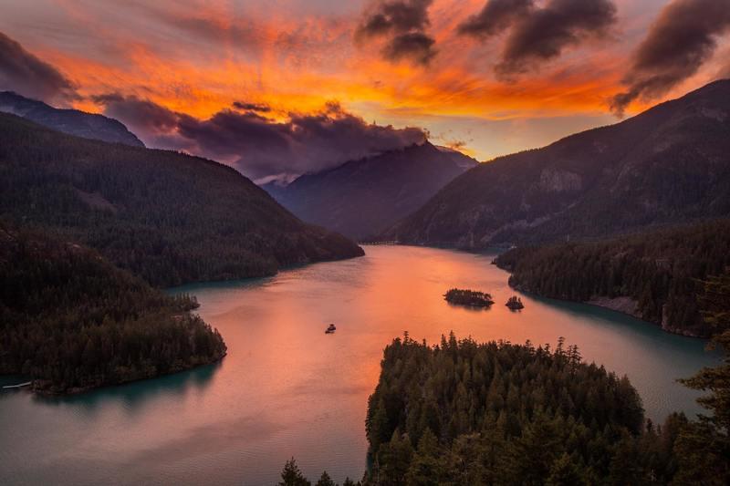 Lake Diablo at sunset