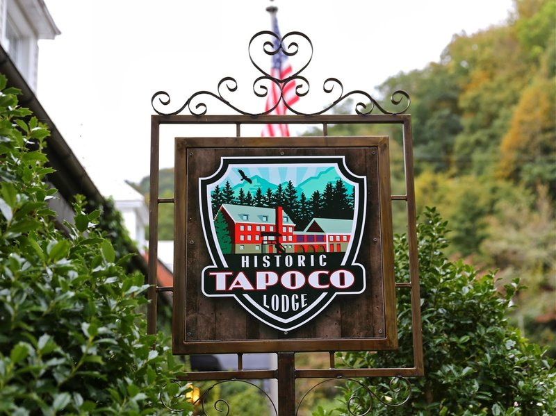 Historic Tapoco Lodge - cold beer and the best pizza on the trail
