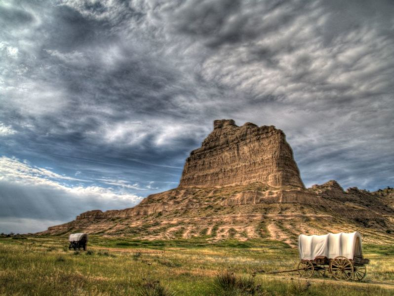 Scottsbluff Two Wagons at Eagle Rock