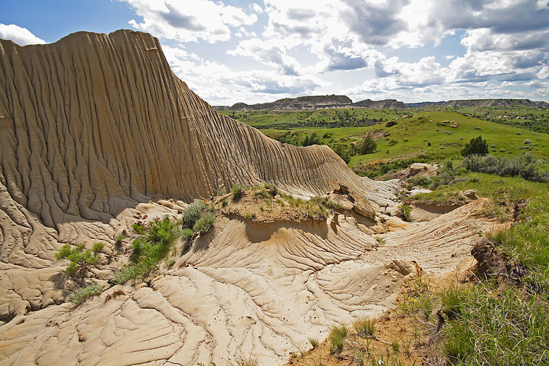 Cliff in the North Dakota Badlands. with permission from DeVane Webster