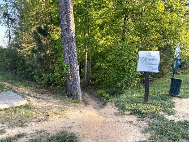 Entrance to Wildwind Trail from Wildwind Dr