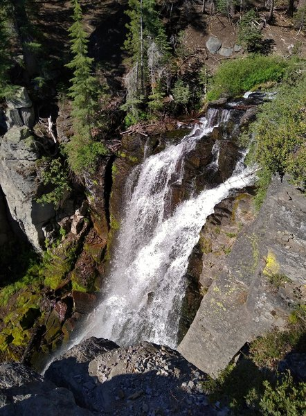 Kings Creek Falls are 40-50 feet tall as they plunge over a black basalt cliff.