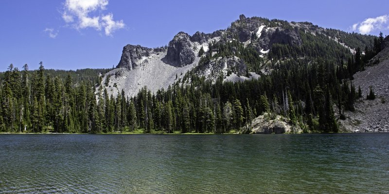 Cliff Lake, looking towards the flanks of Devil's Peak. 6 July 2020