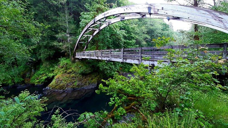 Diamond Mill Footbridge over the Wilson River, a wooden arch suspension bridge.