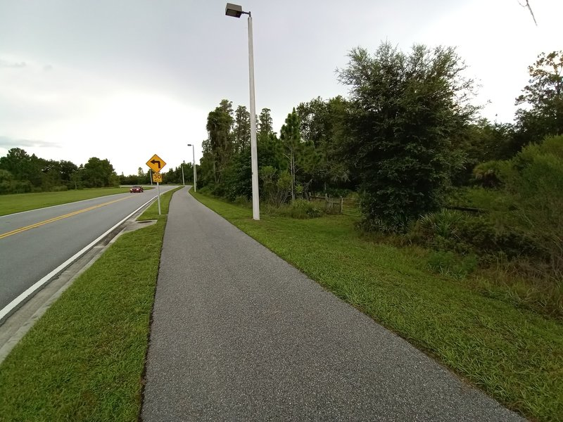Trailhead on the right when walking down from parking area.