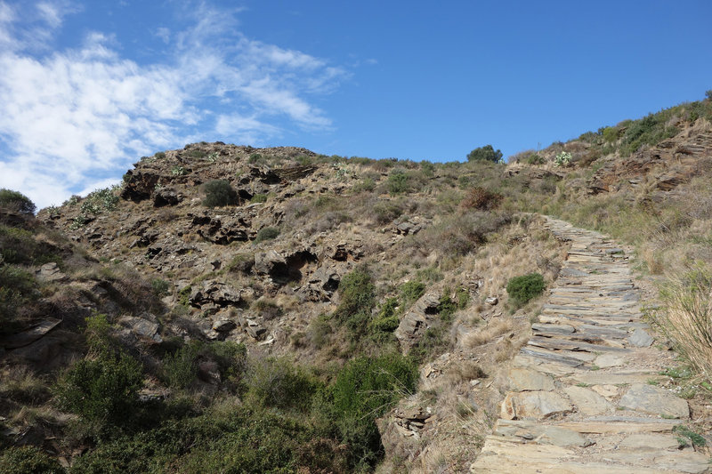 Stone section of the Cala Nans trail.