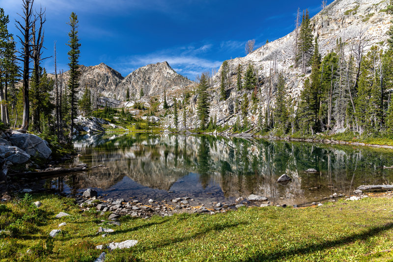A small unnamed lake just off the trail on the way to Sawtooth Lake.