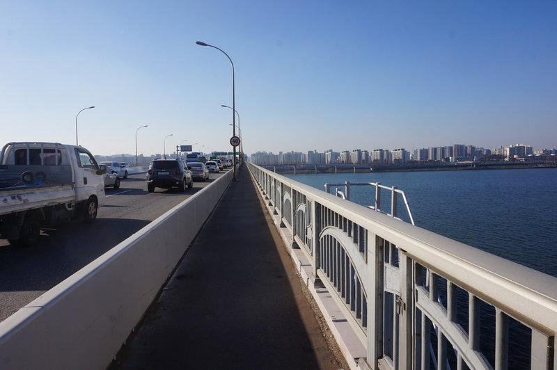 The trail in reverse crossing  Gayang Bridge