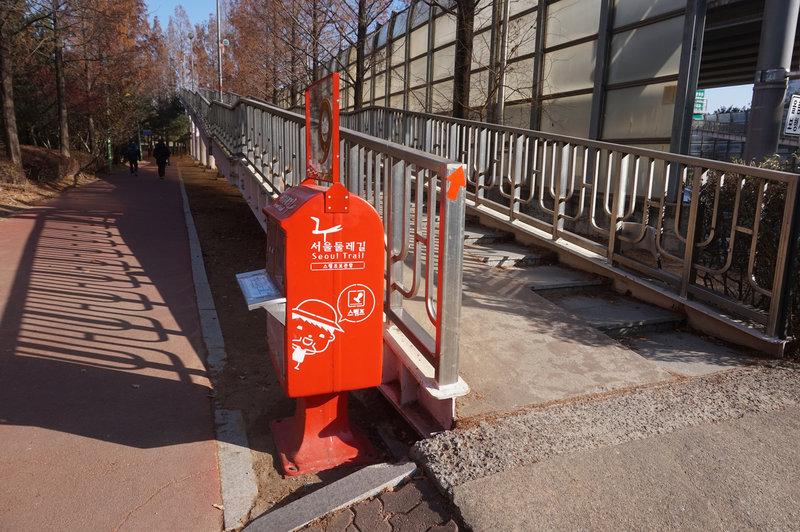 The stamping box at the south end of Gayang Bridge.