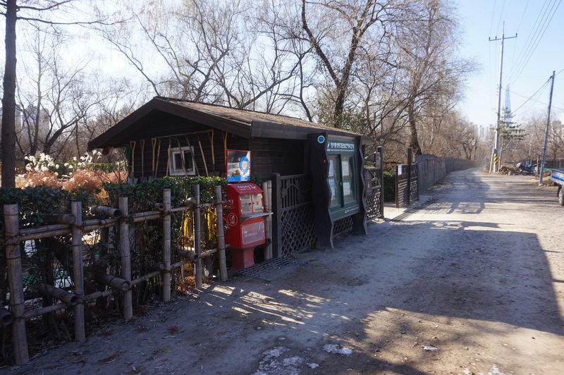 Stamping station off Dongnam-ro