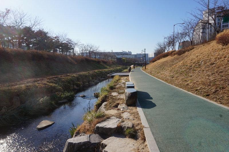 Seoul Trail at Jangjicheon Stream
