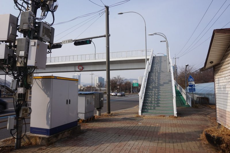 Seoul Trail goes over Heolleung-Ro, Yeomgok-Dong