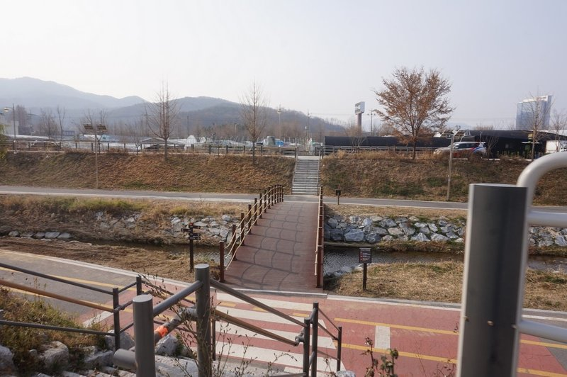 Seoul Trail goes over Yeouicheon Stream