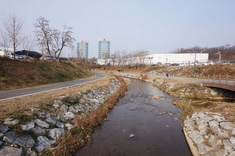 Seoul Trail at Yeouicheon Stream