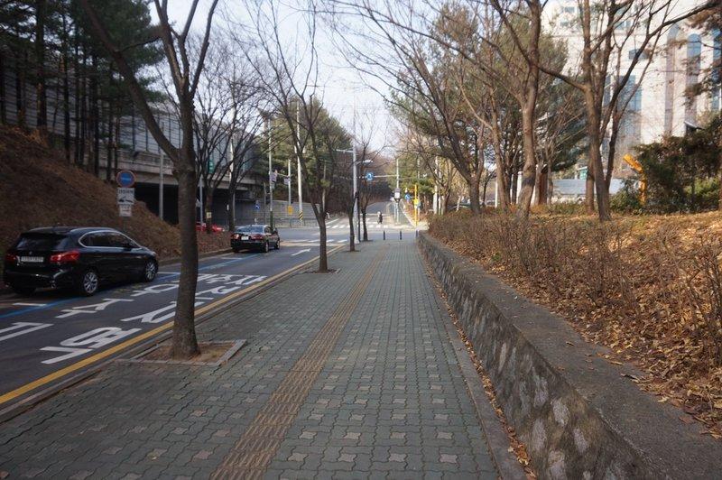 Seoul trail towards Baumoe-ro