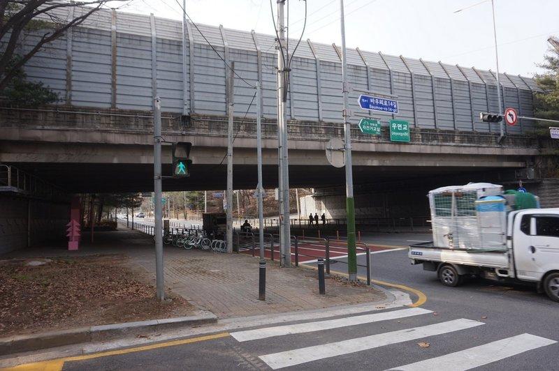 Seoul trail goes under Umyeongyo Bridge on Baumoe-ro