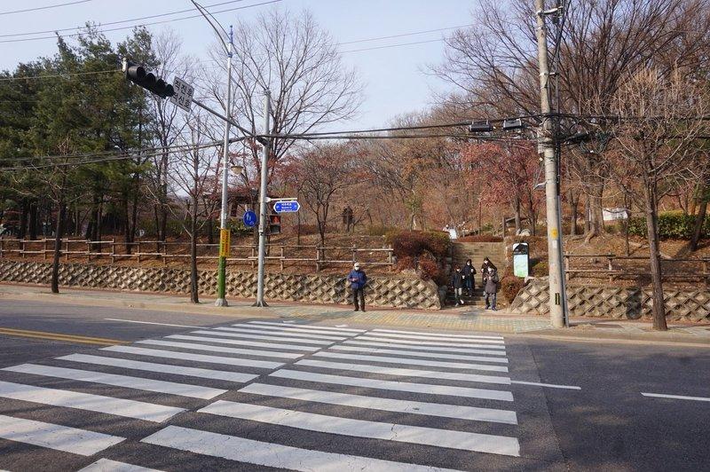 Seoul trail crosses over Baumoe-ro