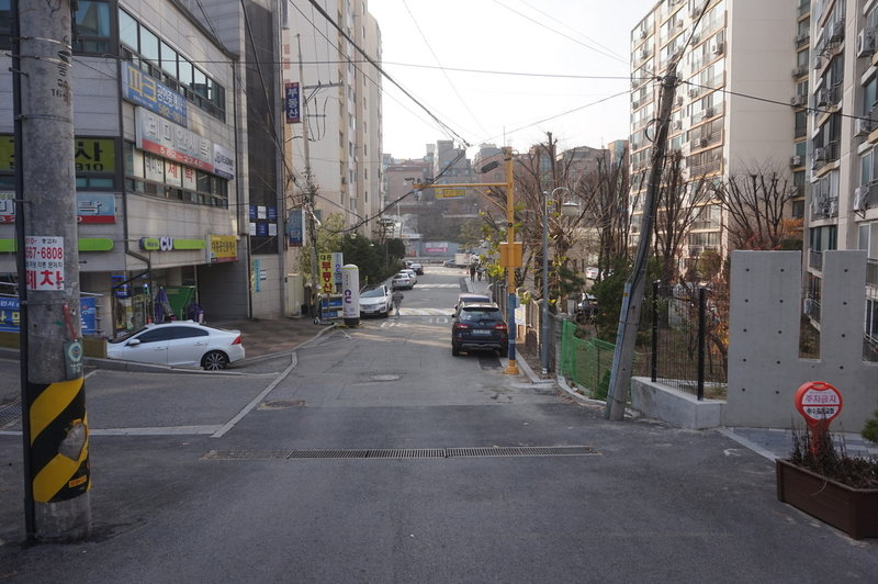Seoul Trail on Bangbaeseonhaeng-gil, Sadang, taken on the 7th of December 2020