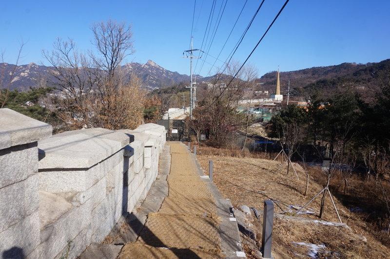 Seoul City Wall Trail towards Changuimun gate