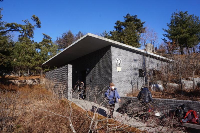 Toilets on Inwangsan-ro