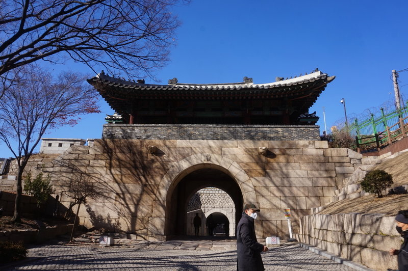 Seoul City Wall Walk at Changuimun gate, he route goes up the steps just out of shot on the right.