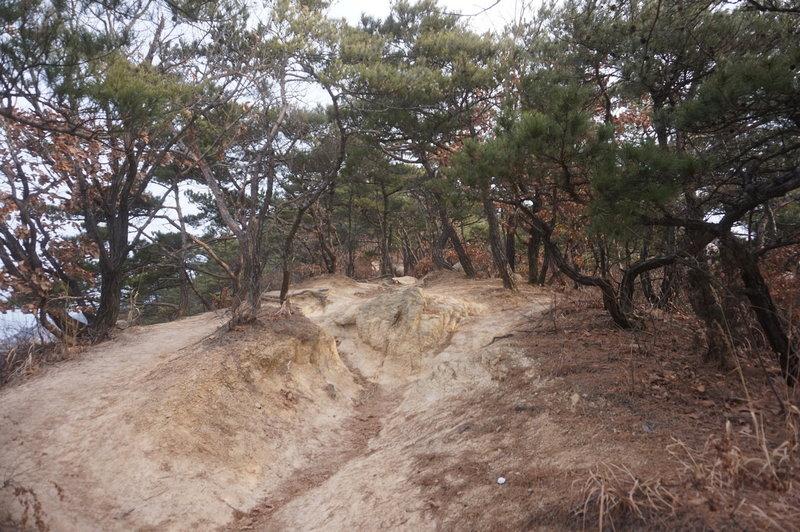 Bukhansan Traverse towards Jokduribong Peak