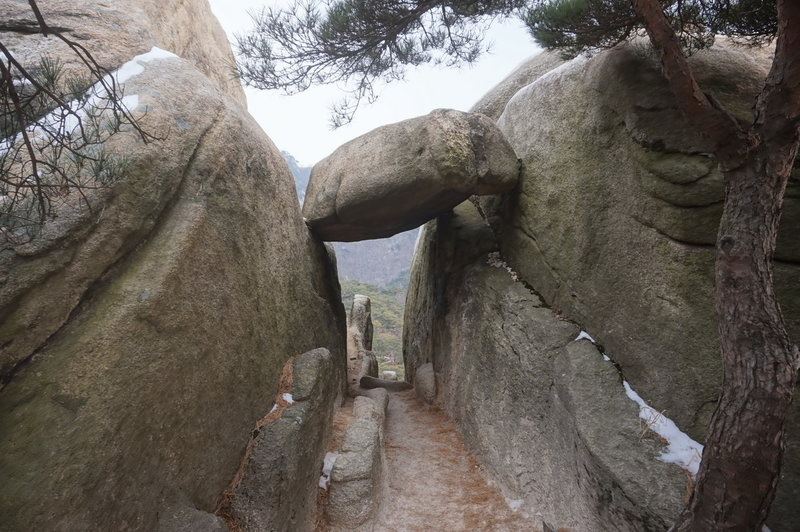 Bukhansan Traverse towards Daenammun Gate