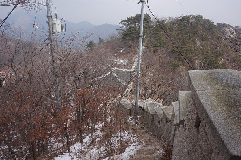 Bukhansan Traverse towards Daeseongmun Gate